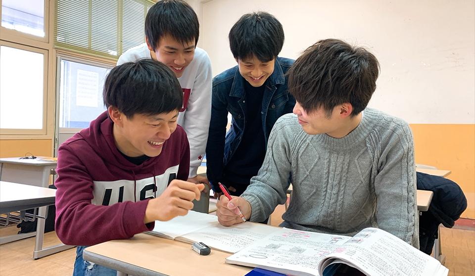 北自大5つの特色|勉強が苦手でも大丈夫!一人ひとりに寄り添い、「できるようになるまで」サポート!整備士国家試験合格率 毎年ほぼ100%