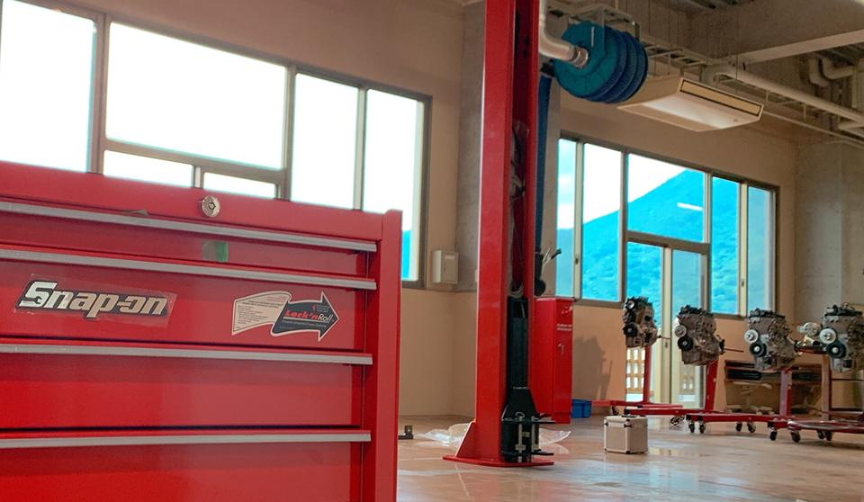 リアルな実習場設備|実際の現場を想定したリアルな実習場設備!最新の実習設備から現場で長年使用されている設備・道具まで、幅広く揃えています