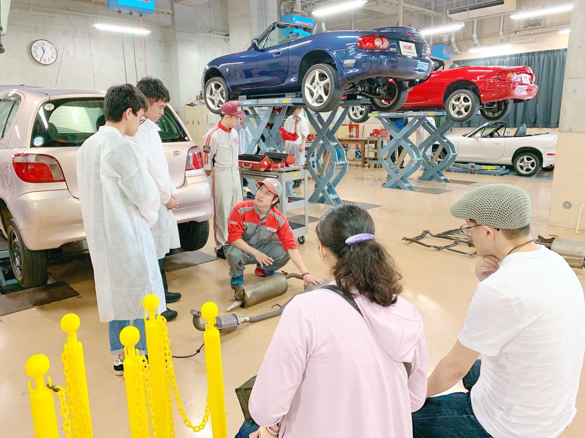 保護者のみなさまへ 自動車技術といったハード面の習得だけでなく、ヒューマンスキルのレベルUPにも重きをおいた本校の教育は、卒業して社会に出た若者たちの確実な力となるはずです。